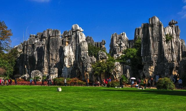 Hi,China Shilin scenic area, magnificient stone pillars banner