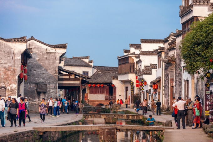 Huizhou, the old towns aged from dynasties